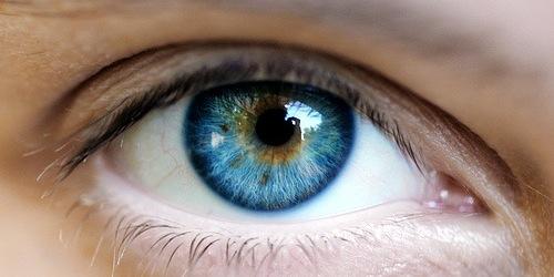 Avoir les yeux bleus avec une opération au laser